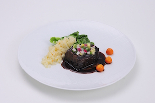 Red Wine-Simmered Beef (cheek cut) with Buttered Rice