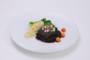 牛ホホ肉の赤ワイン煮 バターライス添え